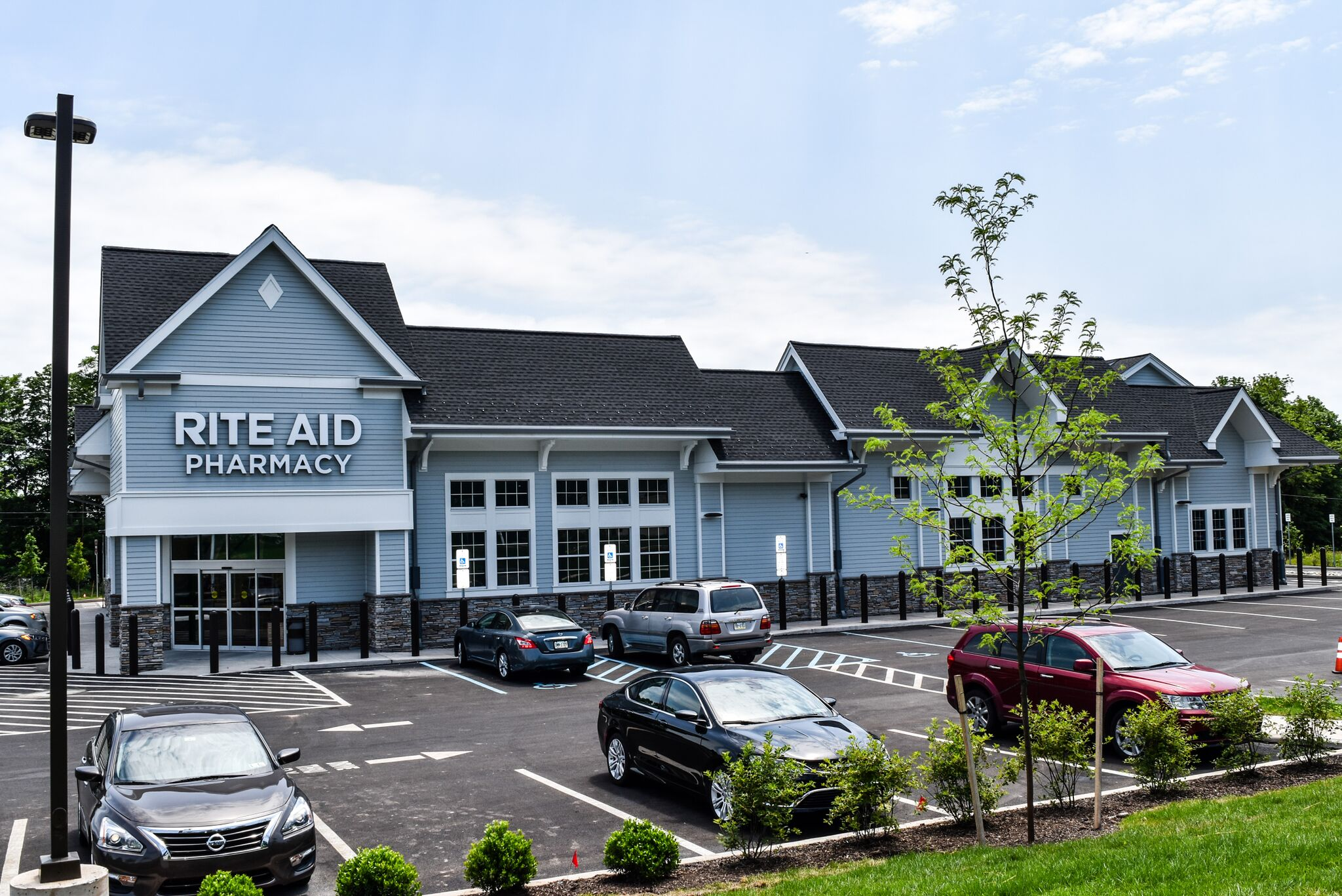 Rite aid pharmacy is a drugstore chain in the United States and a Fortune company. You will get information about Rite aid pharmacy Today, Sunday, What time does Rite aid pharmacy Open/ closed. You can also find out the Rite aid pharmacy Near me Locations and Holiday hours of Rite aid .